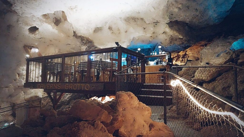 Photo of the Cavern Grotto along Historic Route 66 in Arizona.